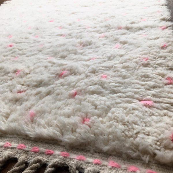 beni-ouarain-tapijt-roze-stippen
