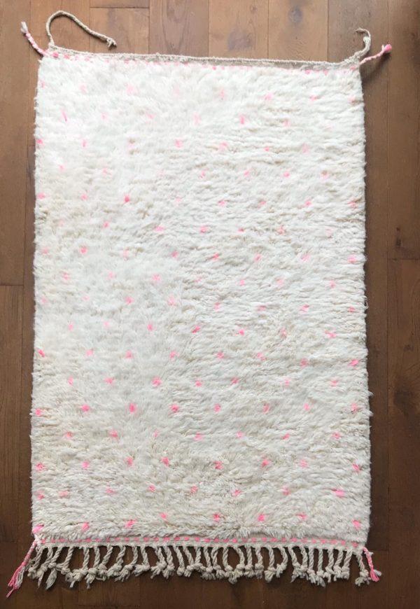 beni-ouarain-tapijt-roze-stippen1