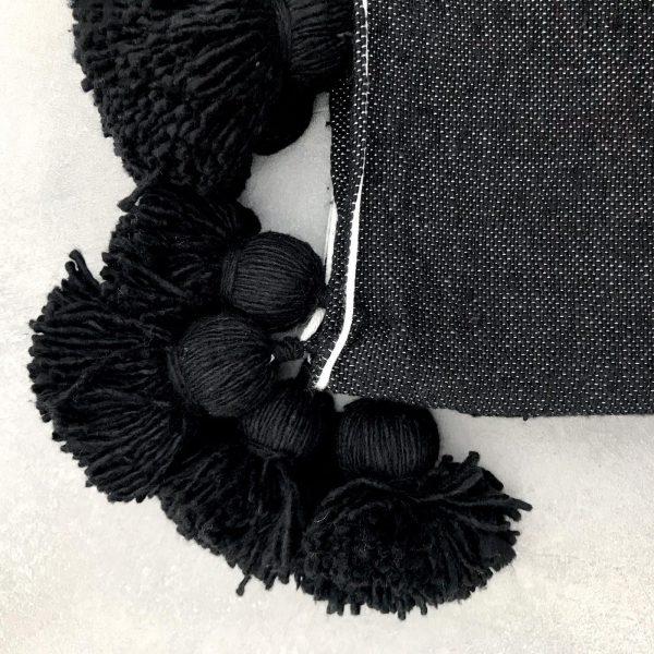 pom-pom-deken-zwart-benio