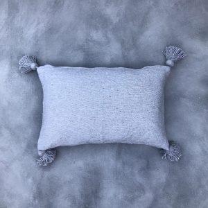 pom-pom-kussen-grijs
