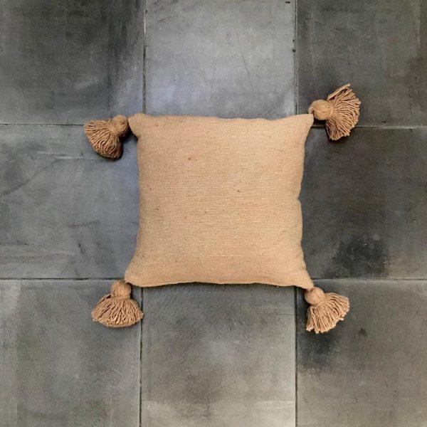 pom-pom-kussen-vierkant-camel